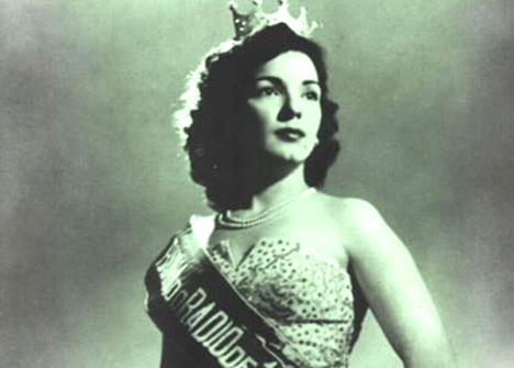 Resultado de imagem para emilinha borba rainha do radio 1949